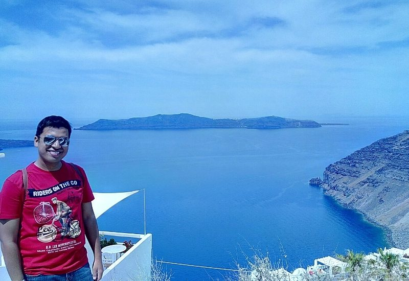 Santorini (overlooking sea)